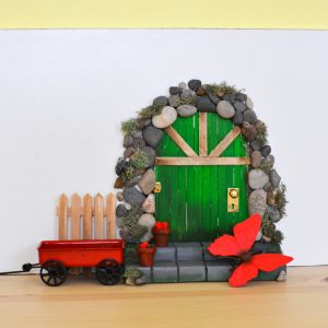 adventure in a box make-a-diy-fairy-door-from-craft-sticks-final-5